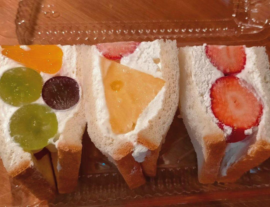カフェ呂久呂 フルーツサンドイッチ